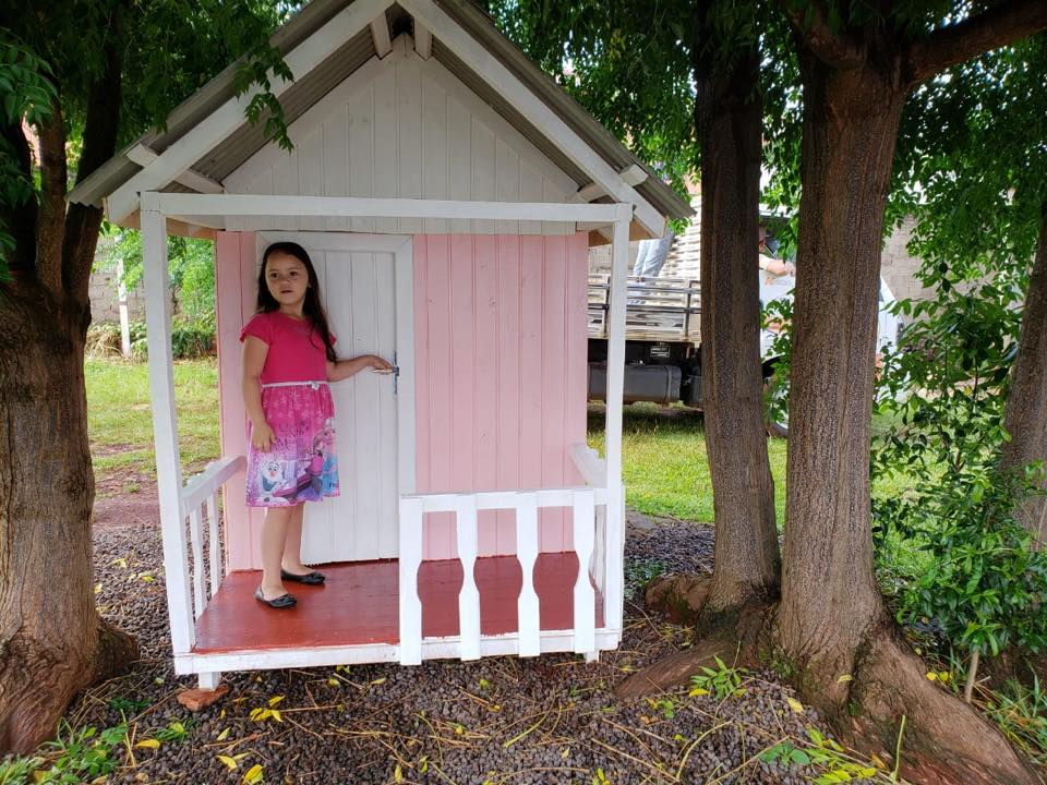 Em clima de Criança Feliz: a pequena Jayne realizou o sonho de ter uma casinha
