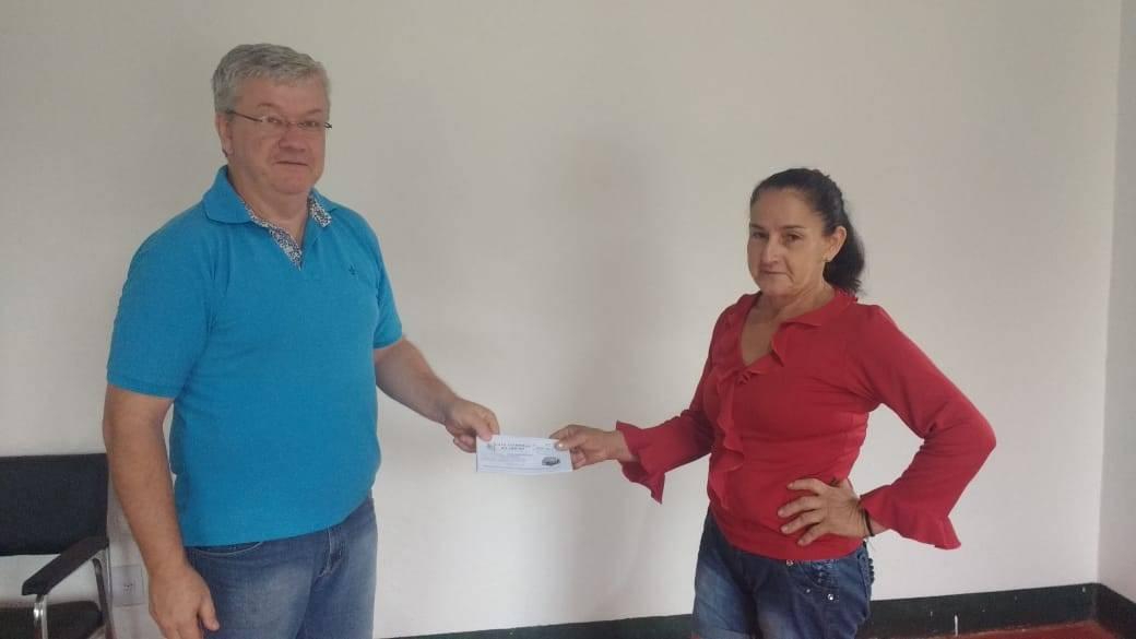 Enfermeira que visitava mãe em São Nicolau foi contemplada na promoção Compra Premiada