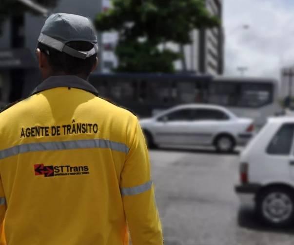 Fiscalizar, orientar, autuar pedestres e condutores de veículos: conheça o projeto de lei que cria cargo de agente de trânsito