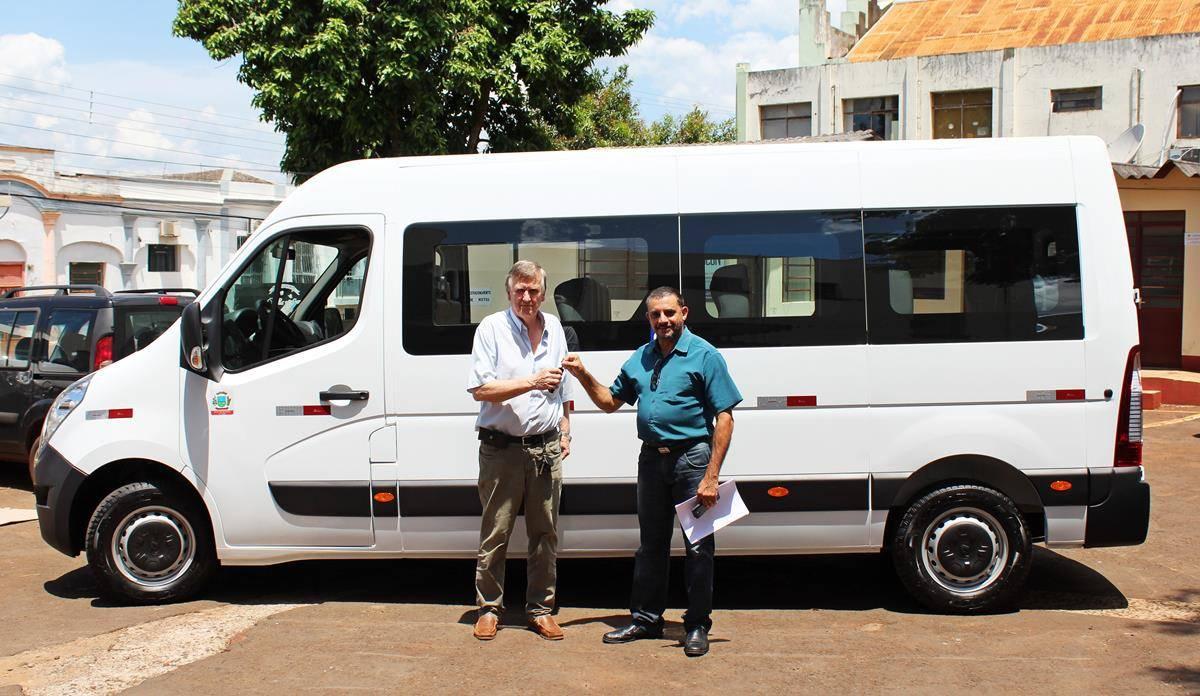 Município adquire van para transporte de pacientes