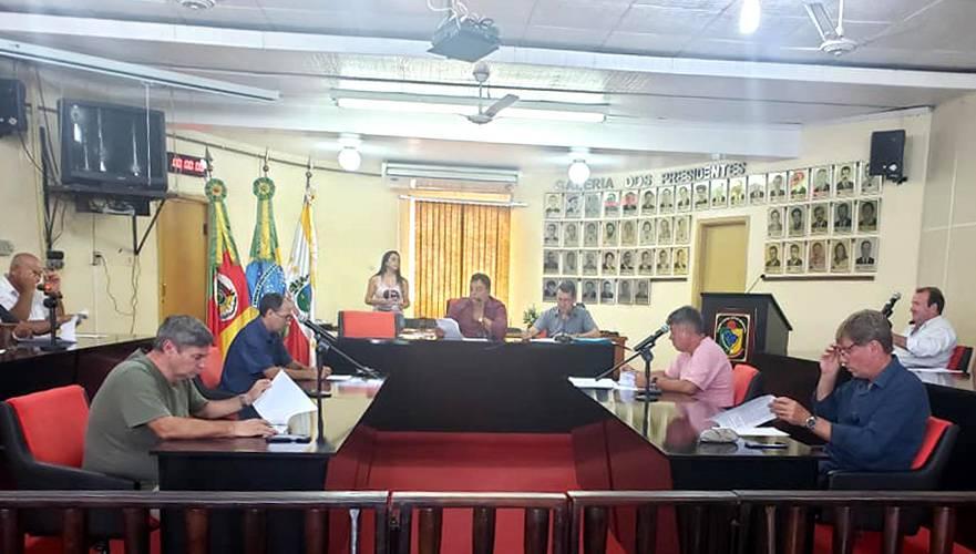 Sessão extraordinária aprova projetos do Executivo