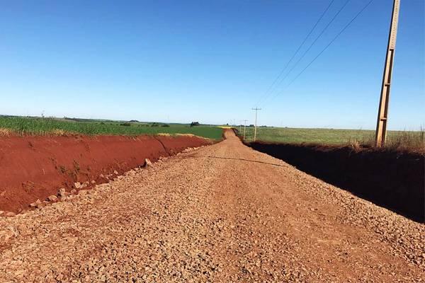 Administração Municipal realiza a recuperação de trecho da estrada entre São Lourenço e Rincão dos Santana