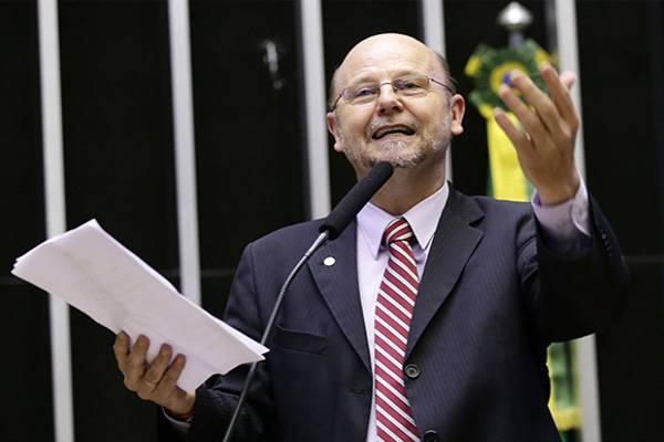 Deputado Bohn Gass lamenta vitória do governo na Câmara, que manteve veto do Presidente a reajuste de servidores públicos