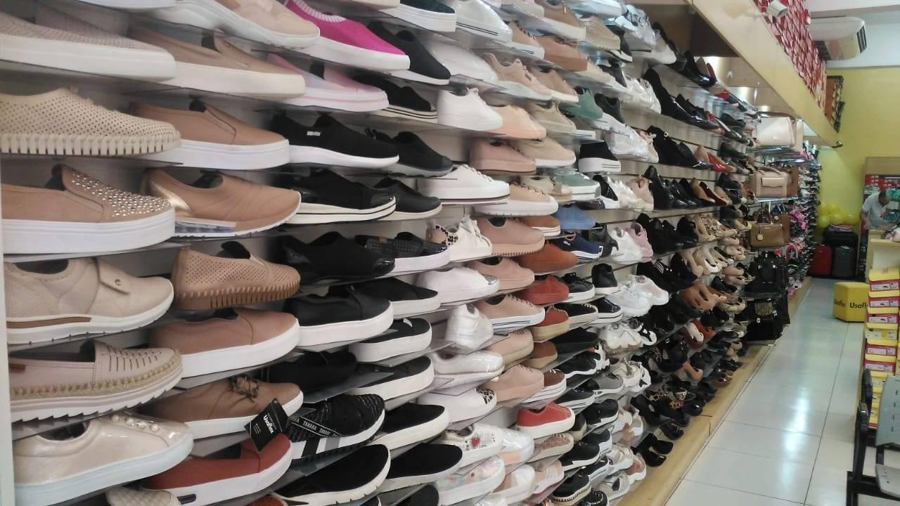 Loja Pé no Chão Calçados com muitas variedades e descontos