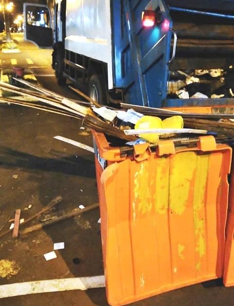 Prefeitura solicita à comunidade que não descarte entulhos nos containers destinados ao recolhimento de lixo doméstico