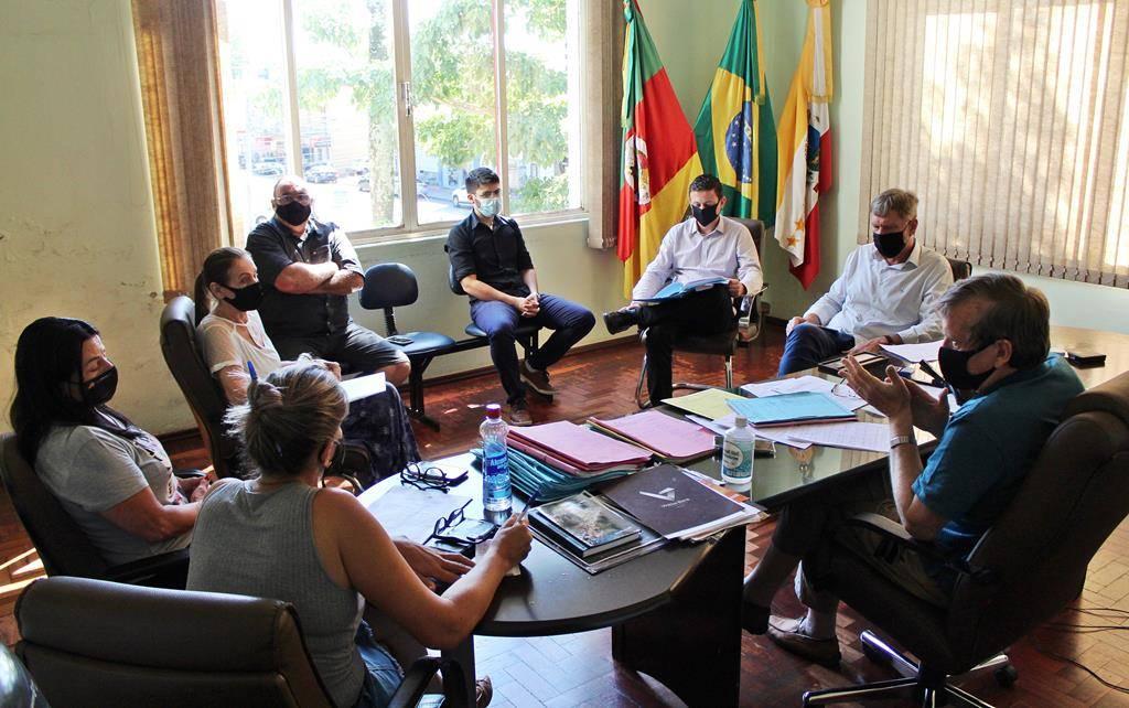 Prefeitura e Charrua Tur discutem situação do transporte coletivo em São Luiz Gonzaga