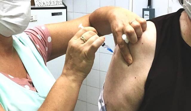 Imunização dos idosos de 69 anos contra a COVID-19 começa nesta sexta-feira