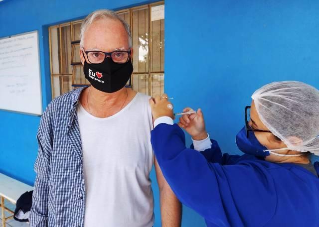 Prefeito de Bossoroca, Juca Dutra, recebe a 1ª dose da vacina contra a covid-19