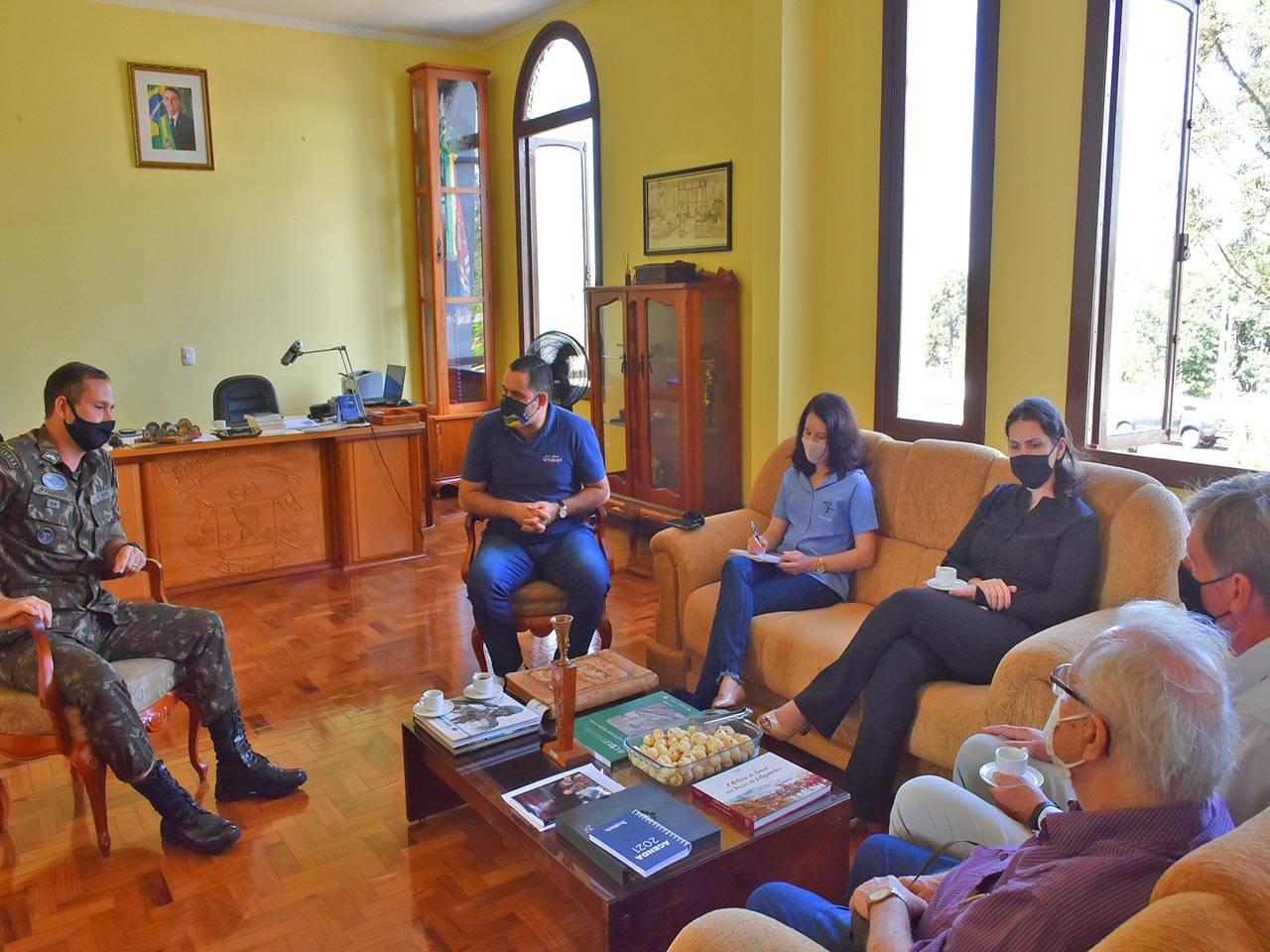 4º RCB recebe a visita da Comissão da Expo São Luiz