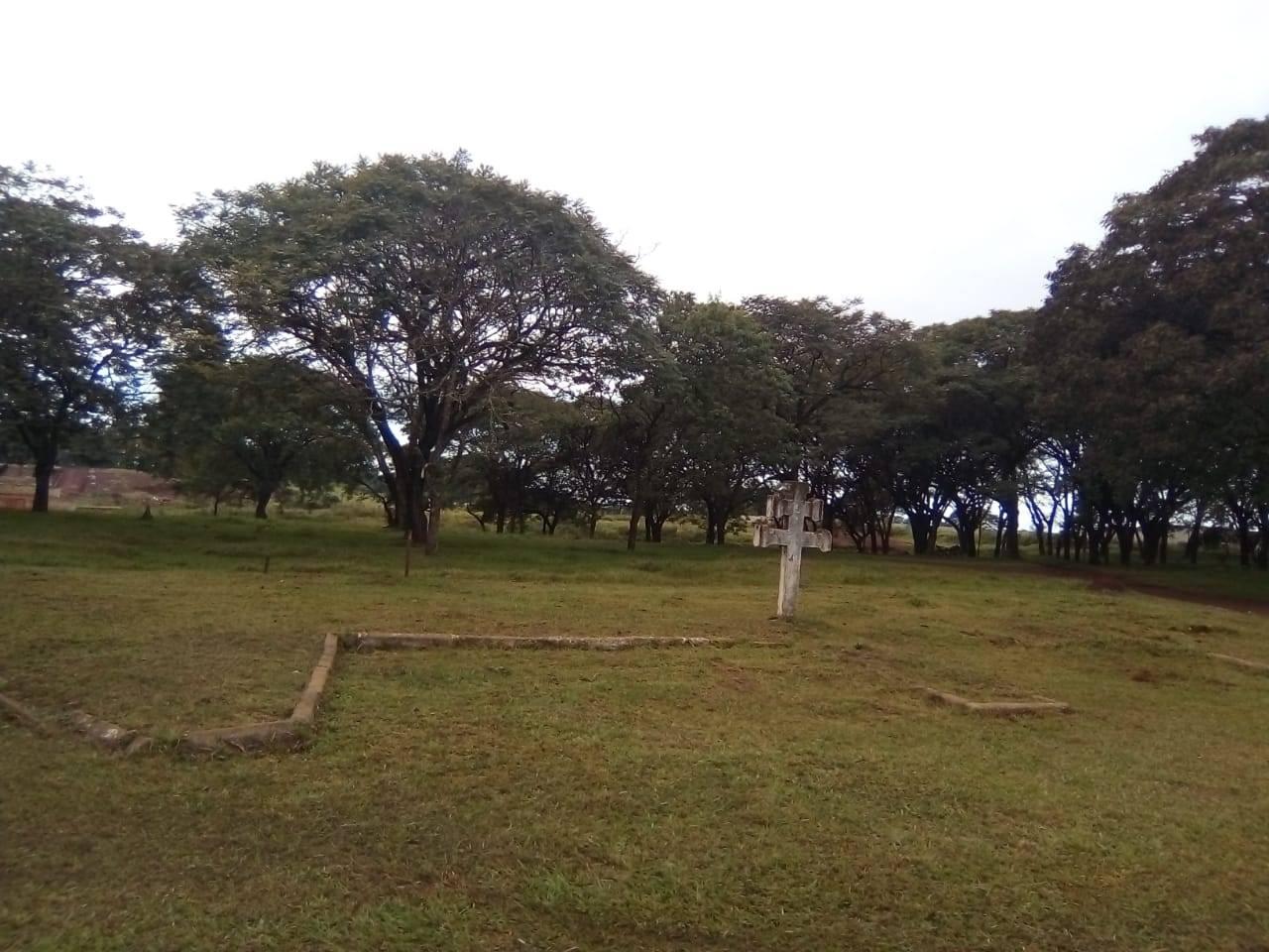Secretaria de Obras e Viação executa limpeza no Parque Centenário