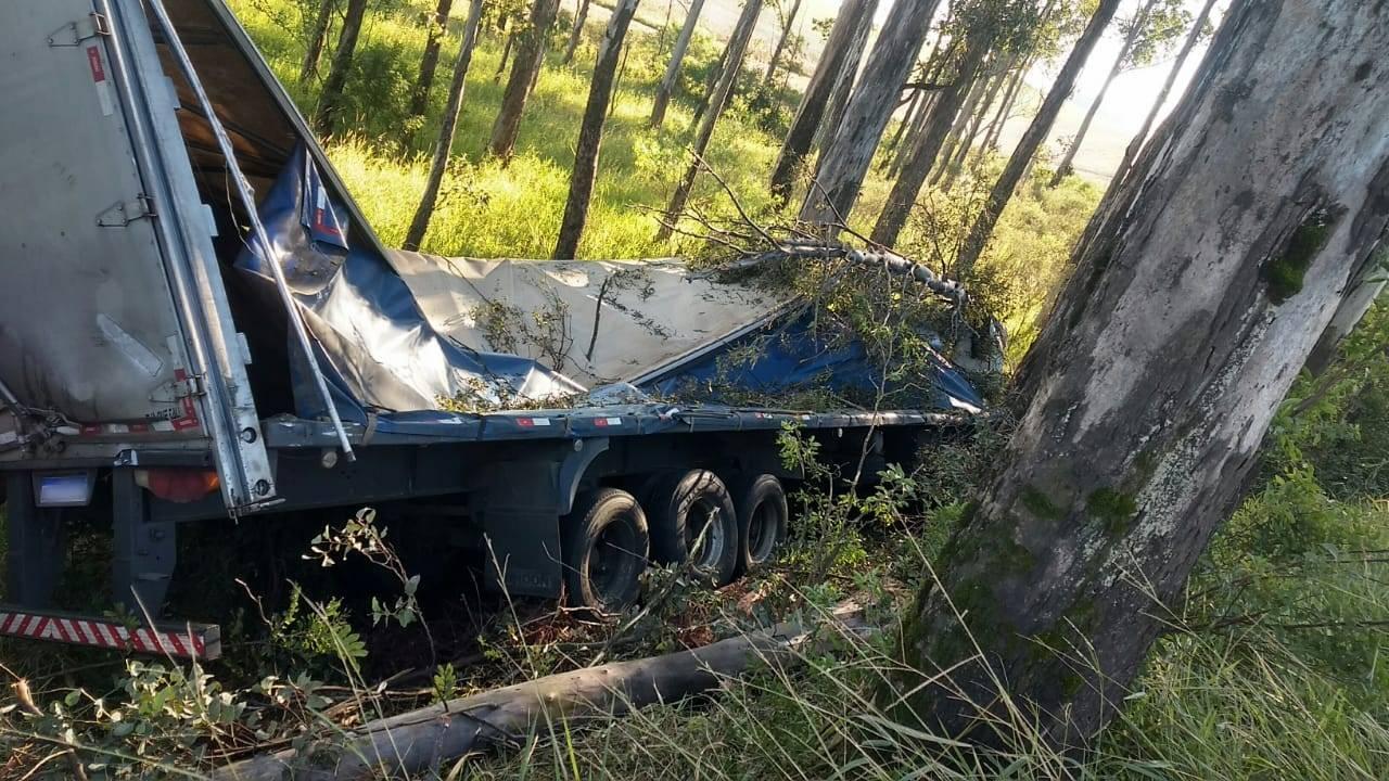 PRF atende acidente com carreta em São Luiz Gonzaga
