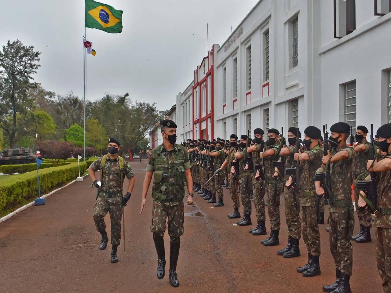4º RCB é inspecionado pelo comandante da 1ª Brigada de Cavalaria Mecanizada