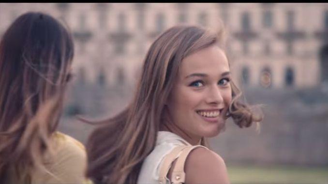 Qual è la canzone della pubblicità Liu Jo dicembre 2016  E chi la  bellissima modella bionda dello spot Liu Jo b985c4269e5