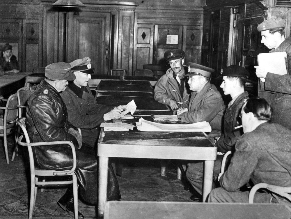 Canadian Gen. Foulkes accepts capitulation of all German troops in the Netherlands (© Flickr/erfgoedinbeeld) )