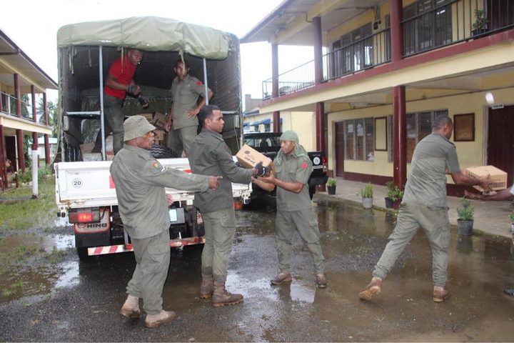 Food been delivered to an evacuation centre in Fiji.