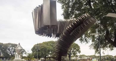 El Virulazo: el monumento que honra al tango, se emplaza cerca del Río de la Plata