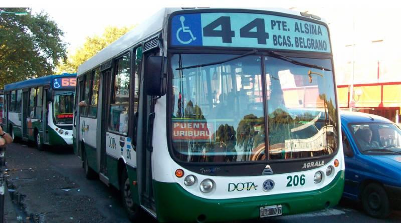 La línea de colectivos DOTA, continúa con el paro de transporte. Afecta CABA y GBA
