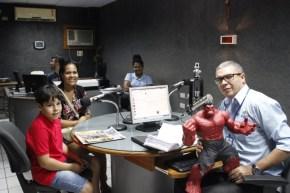 Gustavo Henrique visita Rádio Pajeú