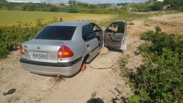 Veículo abandonado é encontrado pela Guarda Municipal de Tabira