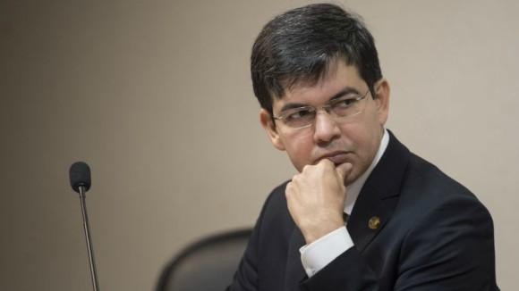Senador protocola pedido de afastamento de Segovia do comando da Polícia Federal