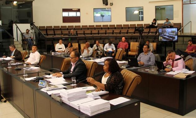 Câmara de Jacareí reprova contas e deixa ex-prefeitos do PT na 'berlinda'