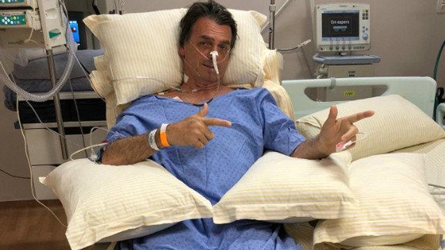 Bolsonaro tem pneumonia e não tem previsão de alta