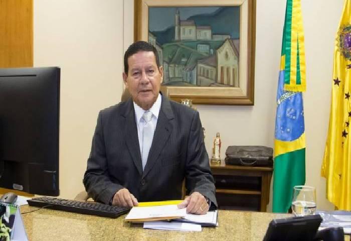 Vice Mourão lamenta massacre em Suzano e culpa videogames violentos