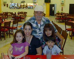Mayra Escalante con su hija Aryam, y sus amigos Coly Maldonado, Magaly Larios y su niño Said. ¡Felicidades cumpleañera!