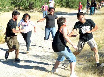 Corren jóvenes hermosillenses entre obstáculos y zombies