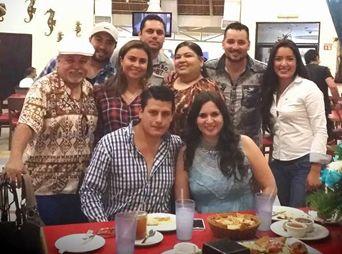 Muy apapachada Betty Araque, en dominical comida con sus mejores amistades en LA COBACHA. ¡Felicidades!