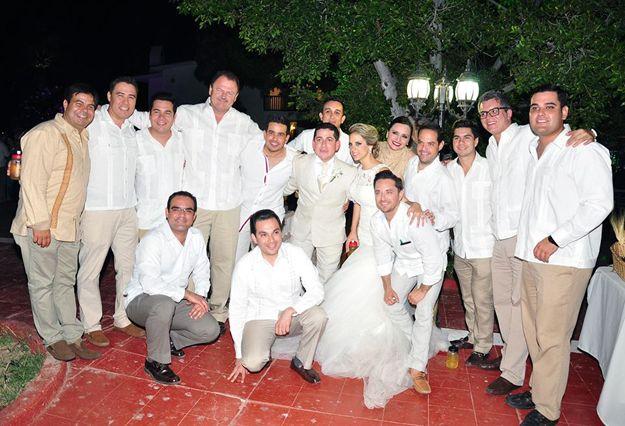 La boda del año en Guaymas, la han protagonizado Edmundo Campa Araiza y su ahora esposa Alba Irene. ¡Felicidades!