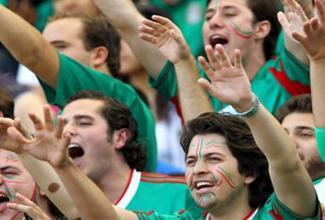 La FIFA investigará el grito que hace la porra mexicana cuando despeja el portero rival, según reportes de la prensa internacional.