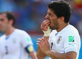 Luis Suárez mordió a un jugador italiano
