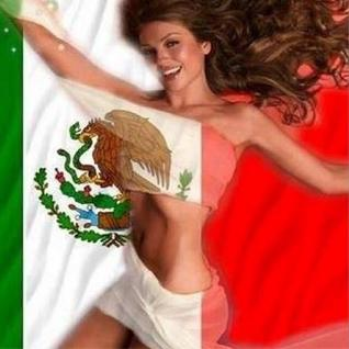 La cantante publicó en su perfil de Twitter un fotomontaje en el que aparecía su figura desnuda envuelta en una bandera mexicana.