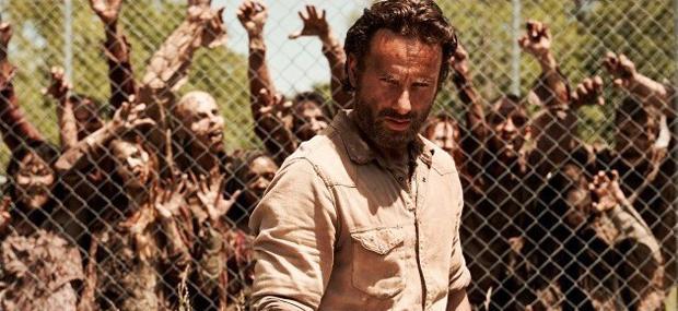 En The Walking Dead la trama no está centrada en la solución del problema. Ni siquiera se sabe que  fue lo que provocó el apocalipsis zombie.