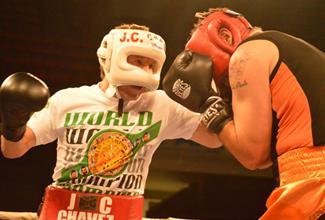 Julio Cesar Chávez volvió al ring, el máximo referente del boxeo mexicano regresó después de 10 años al ring a una exhibición en Hermosillo.
