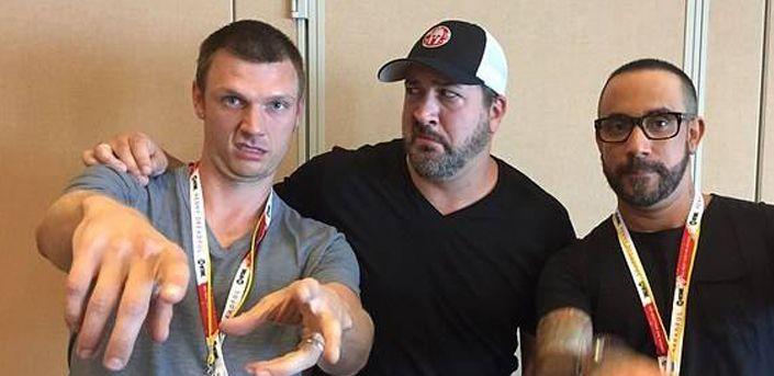"""El Comic-Con también tuvo noticias para los fans de estos grupos, en la película  """"Dead 7"""" serán Backstreet Boys y N'Sync zombies."""