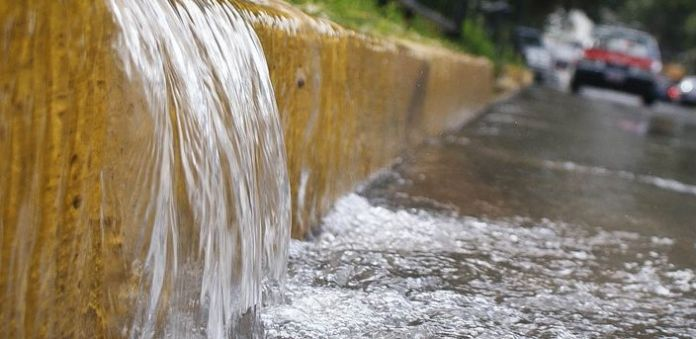 Ya podrás denunciar fugas de agua por WhatsApp