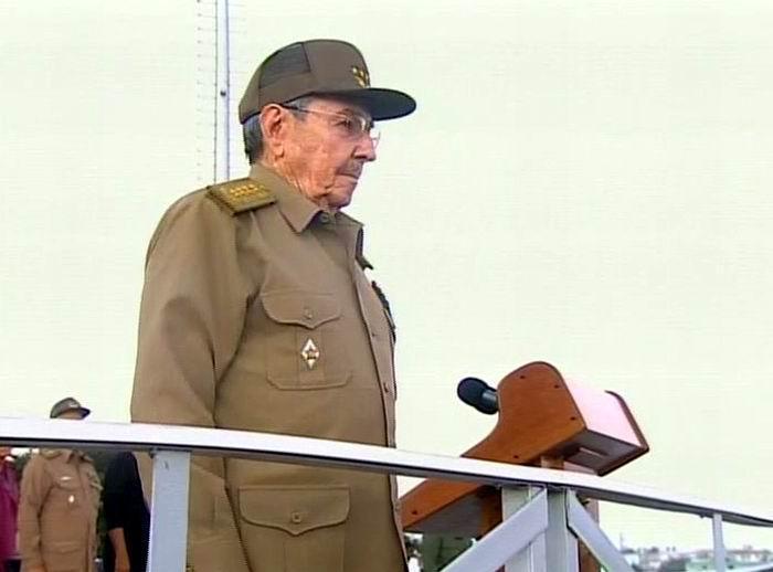 Preside Raúl Castro Revista Militar y marcha del pueblo combatiente