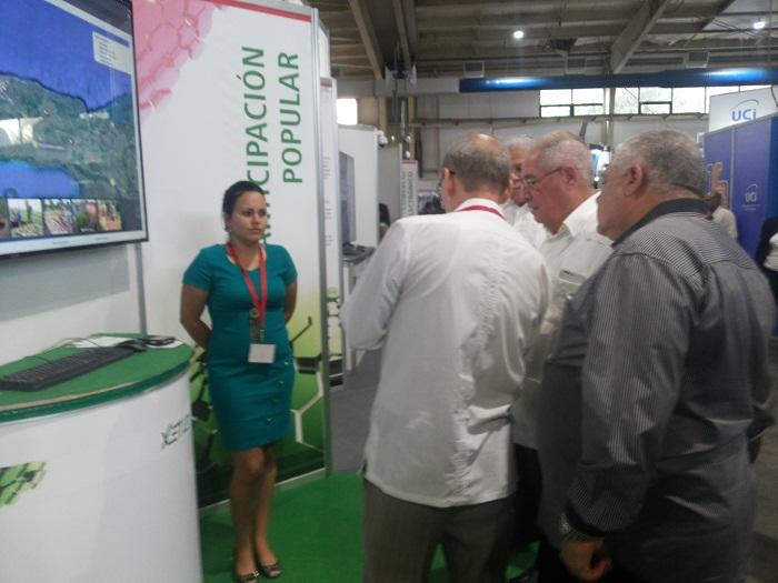 Recorre Viceministro primero de las FAR Feria Informática 2018