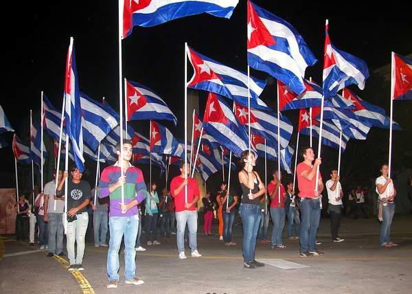 La escalinata de la emblemática Universidad de La Habana sirvió de punto de partida de la Marcha de las Antorchas. Foto: Abel Rojas.