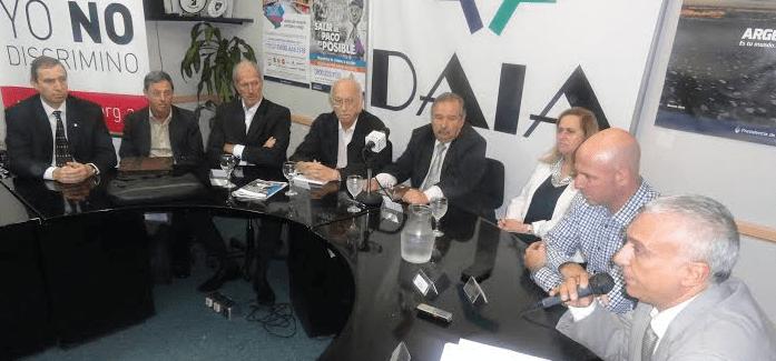 Homenaje a los judíos desaparecidos durante la dictadura militar (1976-1983) en la DAIA
