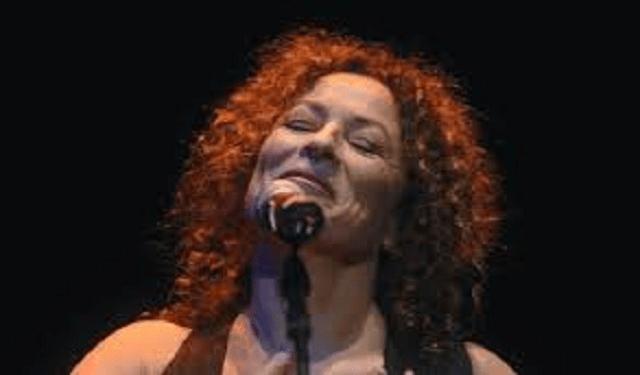 La cantautora Yehudit Ravitz y la filarmónica israelí