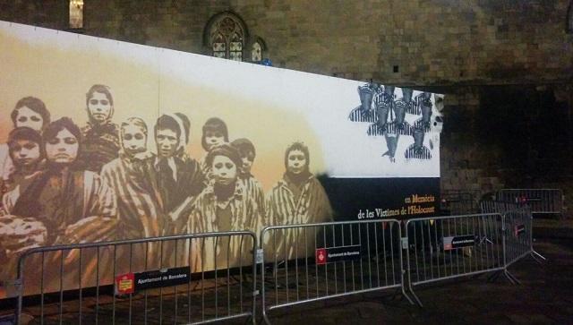 Un gran mural en recuerdo del Holocausto en Barcelona, con Roc Blackblock