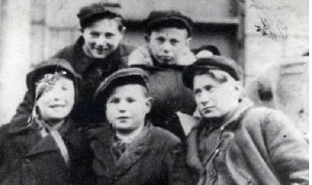 """Ben Tzión Hadar """" Bolush"""": el niño que vendía cigarrillos"""