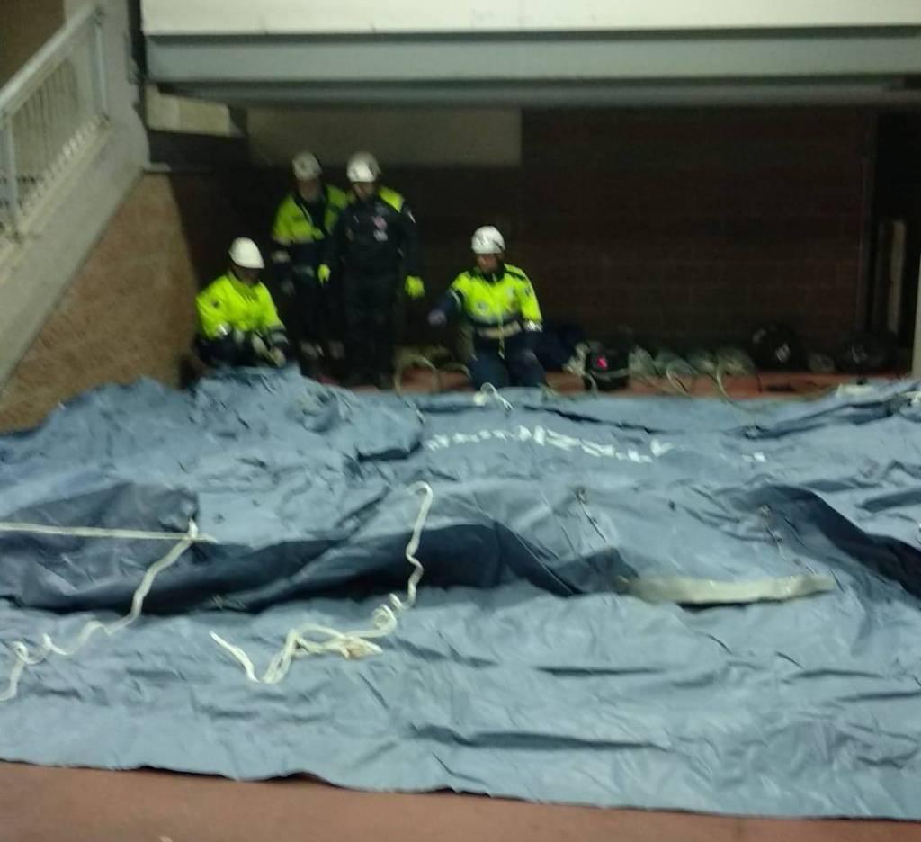 (FOTO 1) Articolo - Radio soccorso è impegnato nel montaggio delle tende pre-triage al C.T.O. di Torino