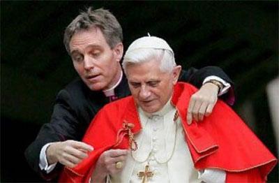 Il segretario privato di Benedetto ha sentimenti contrastanti sulle dimissioni del Papa