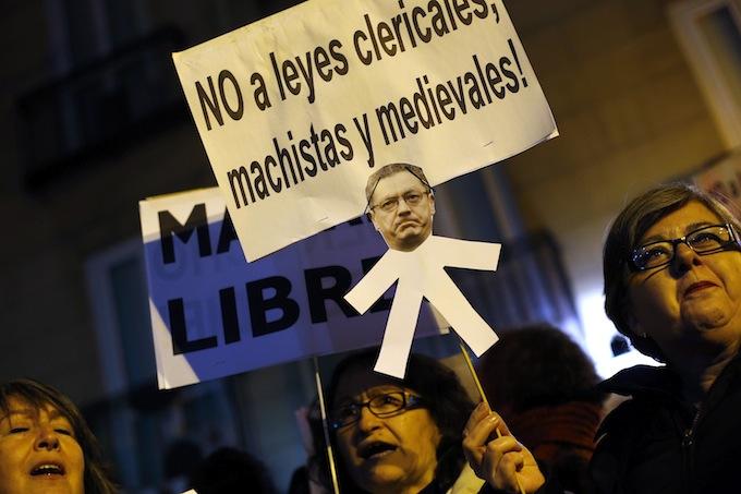 Spagna, presentato ddl sull'aborto: reato, salvo eccezioni