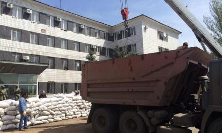 I prigionieri di Slavyansk non sono OSCE. Intanto Kiev cerca aiuto in Georgia