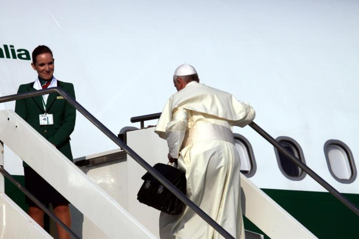 In volo: Francesco su Sinodo, celibato, rinuncia e incontro Peres-Abu Mazen.